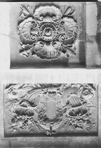 Fontaine de la Poissonnerie Deux motifs d'ornementation, Durand, Eugène (photographe),