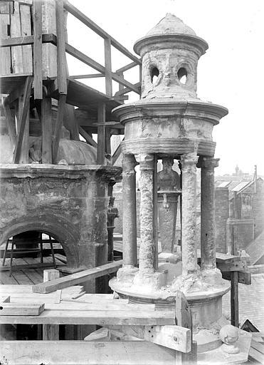 Hôtel d'Escoville (ancien) Cour d'honneur, côté nord : Petit lanternon, Durand, Jean-Eugène (photographe),