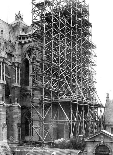 Cathédrale Notre-Dame Façade sud : transept échafaudé, Mieusement, Médéric (photographe),