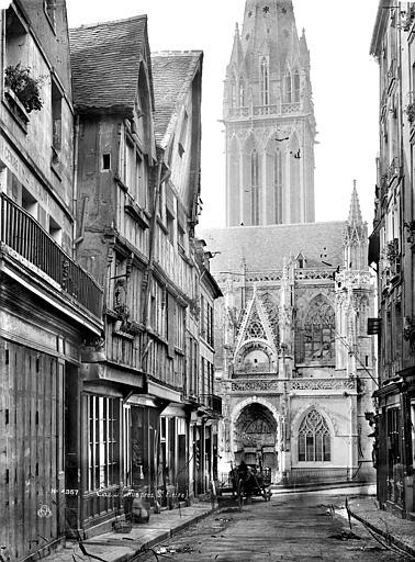 Eglise Saint-Pierre Façade nord prise d'une rue, Mieusement, Médéric (photographe),