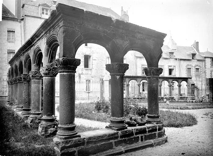 Cathédrale Saint-Pierre Cloître : vue d'ensemble des vestiges, Mieusement, Médéric (photographe),