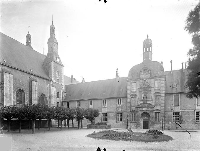 Collège de Jésuites (ancien) dit Collège de Poitiers Cour : Façade nord du bâtiment Henri IV et chapelle, Gossin (photographe),