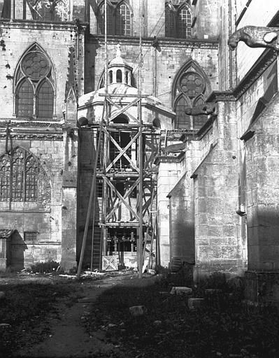 Cathédrale Saint-Etienne  (ancienne) Partie latérale échafaudée, Louzier (photographe),