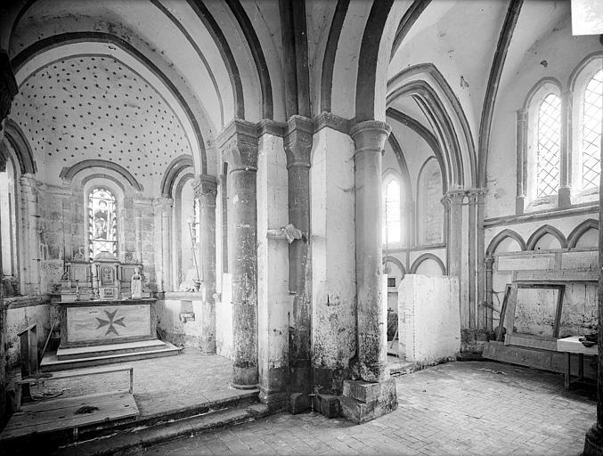 Eglise des Istres Vue intérieure du choeur et de l'absidiole sud, Heuzé, Henri (photographe),