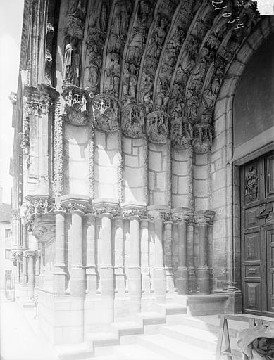 Eglise Saint-Michel Portail sud de la façade ouest : Ebrasement gauche, Heuzé, Henri (photographe),