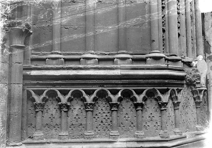 Basilique Saint-Denis Portail du transept sud : Arcatures du soubassement, Vorin,