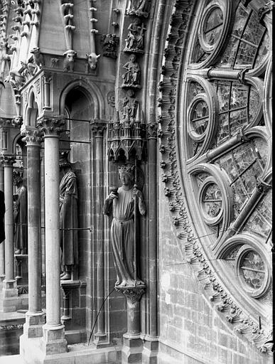 Cathédrale Notre-Dame Statue de l'Eglise, à gauche de la rose sud, Lajoie, Abel,