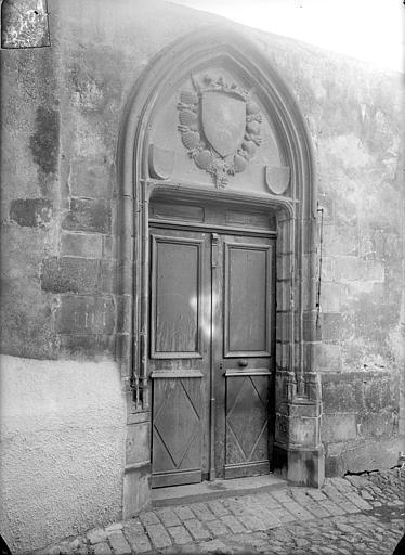 Eglise de Montferrand Porte du presbytère, Jarron (photographe),