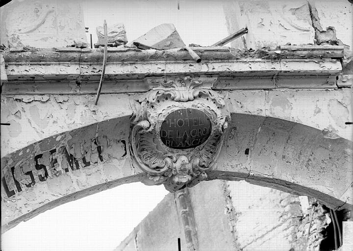 Hôtel de la Croix-Blanche Clef d'arc, Verneau, G.,