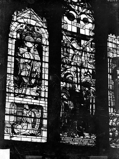 Eglise Notre-Dame Vitrail de la chapelle de l'Assomption : un saint portant sa tête, Crucifixion, Gossin (photographe),