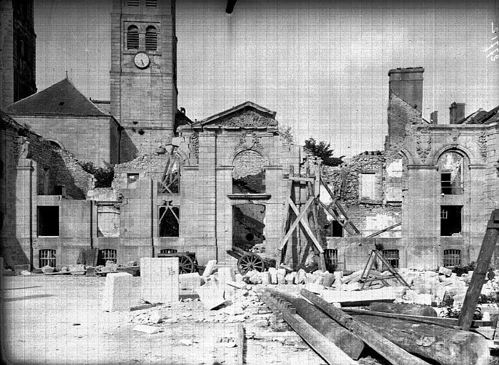 Evêché  (ancien) Façade en ruines et clocher, Service photographique,