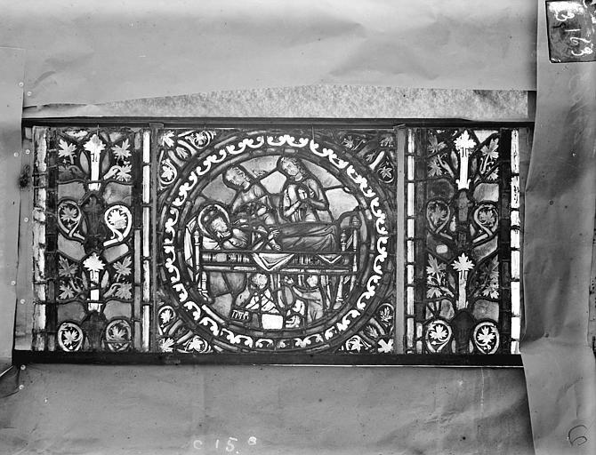 Eglise Saint-Gengoult Vitrail de l'abside, lancette gauche, panneaux supérieurs 14, Romanais (photographe),