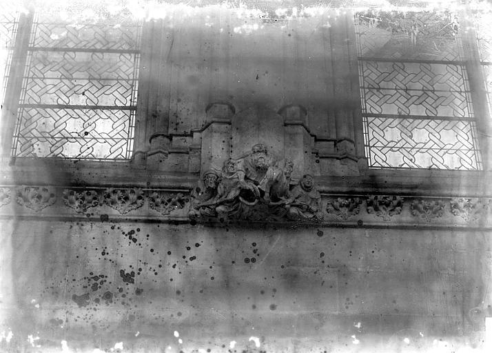 Chapelle Nef, frise et sommier, Enlart, Camille (historien),