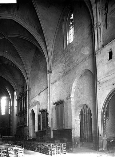 Cathédrale Saint-Sauveur Nef vue de l'entrée, Enlart, Camille (historien),