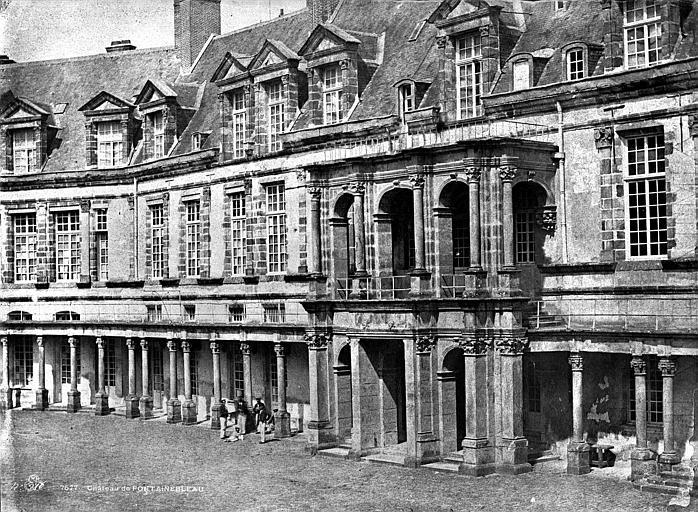 Domaine National Château : façade sur la cour ovale, Baldus, Edouard (photographe),