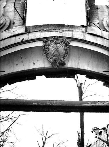 Hôtel du Lion d'Or Clef d'arc sur cour, Verneau, G.,