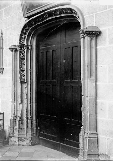 Eglise collégiale Saint-Aignan , Enlart, Camille (historien),