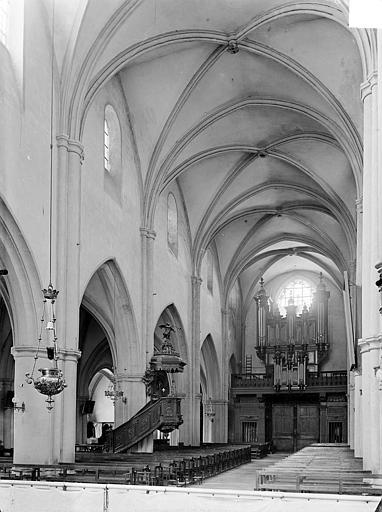 Eglise Saint-Hippolyte Vue intérieure de la nef vers le sud-ouest, Gossin (photographe),