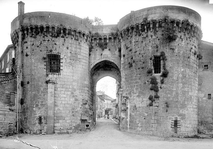 Porte de Ville Vue d'ensemble, Mieusement, Médéric (photographe),