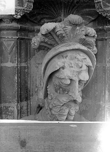 Cathédrale Saint-Maurice Façade ouest, statues de la partie supérieure représentant saint Maurice et ses compagnons en costume militaire du 16e siècle : Tête de la 7e statue, Vorin,