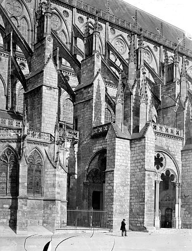 Cathédrale Saint-Etienne Façade sud : contreforts, Mieusement, Médéric (photographe),