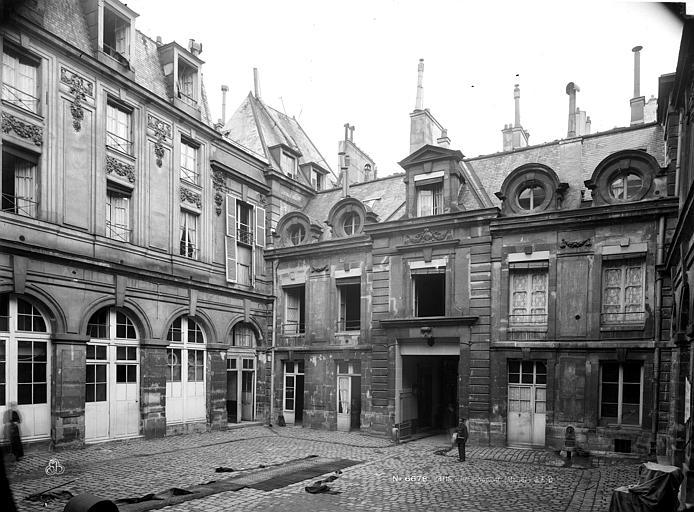 Hôtel d'Aumont Cour, Durand, Eugène (photographe),