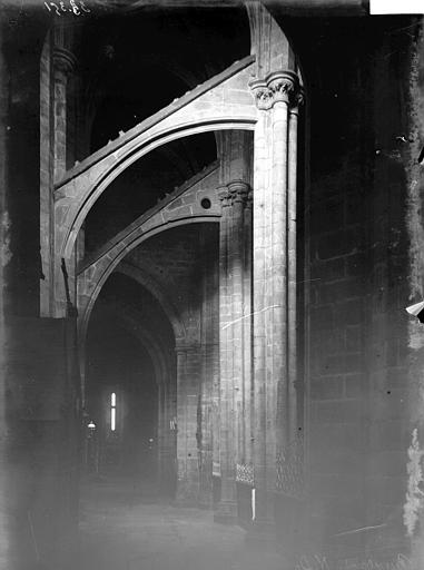 Basilique Notre-Dame de Bon Secours Intérieur: arcs-boutants, Enlart, Camille (historien),