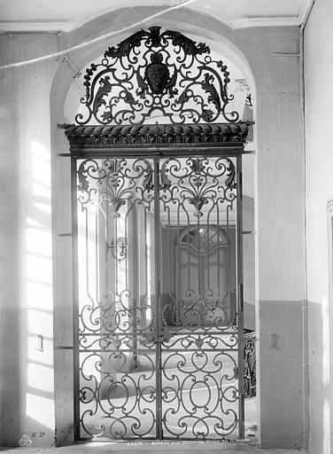 Abbaye aux Hommes (ancienne) Vue intérieure : Grille de porte au 1er étage, Durand, Jean-Eugène (photographe),