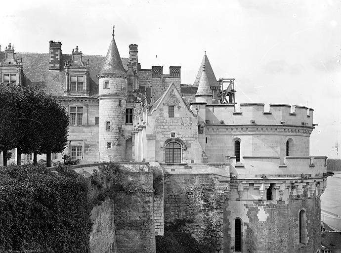 Château Façade est : Aile Louis XII, galerie et tour des Minimes, Cousin,