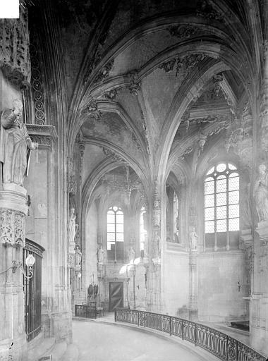 Eglise Saint-Pierre Vue intérieure du déambulatoire, côté nord-est, Heuzé, Henri (photographe),