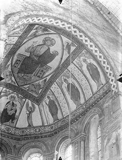 Eglise Sainte-Radegonde Peintures murales du choeur, dans le cul-de-four de l'abside : Le Christ en majesté et le tétramorphe. Vierge à l'Enfant entre deux anges. Personnages d'Eglise, Gossin (photographe),