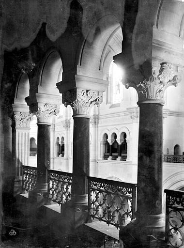Cathédrale Notre-Dame Vue intérieure du triforium : colonnes, Mieusement, Médéric (photographe),