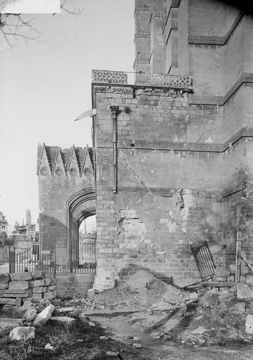 Eglise Notre-Dame (ancienne cathédrale) Porche, mur latéral, au sud, Service photographique,