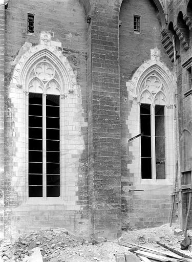 Palais des Papes Cour d'honneur : Angle nord-ouest près de la porte Notre-Dame, Durand, Jean-Eugène (photographe),