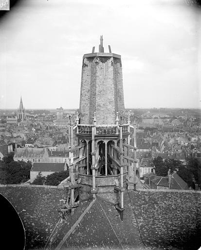 Cathédrale Saint-Bénigne Flèche en cours de construction, partie inférieure, Delaunay (photographe),