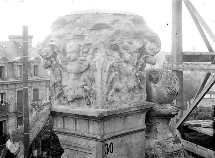 Eglise Saint-Pierre Pinacle de l'abside : Détail des sculptures, Durand, Jean-Eugène (photographe),