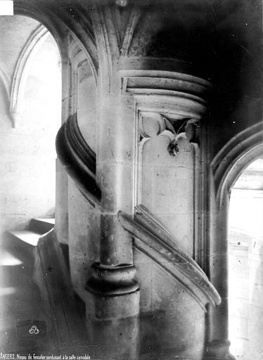 Evêché (ancien) ou Palais du Tau Escalier conduisant à la salle synodale, Robert, Paul (photographe),