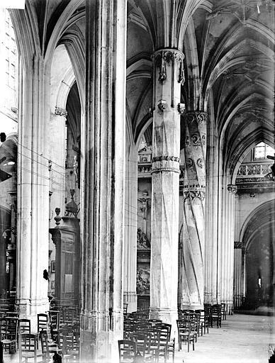 Eglise Saint-Gervais-Saint-Protais Bas-côté sud, piliers, Gossin (photographe),