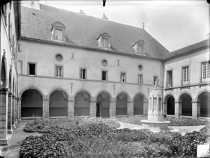 Hospice Sainte-Anne (ancien) Cloître : jardin et galerie, Gossin (photographe),