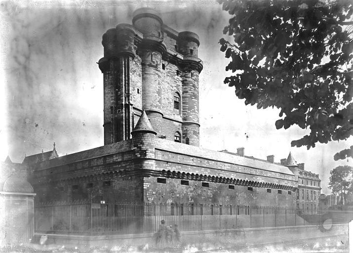 Château Donjon, Enlart, Camille (historien),