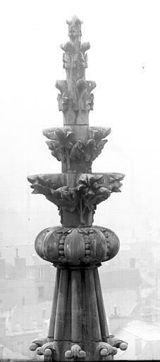 Cathédrale Notre-Dame Fleuron d'un pinâcle, au sud, Lajoie, Abel,