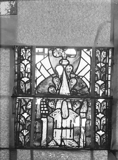 Eglise Saint-Gengoult Vitrail du transept nord, fenêtre B, 3ème lancette, panneaux au dessus 23, 24, Romanais (photographe),