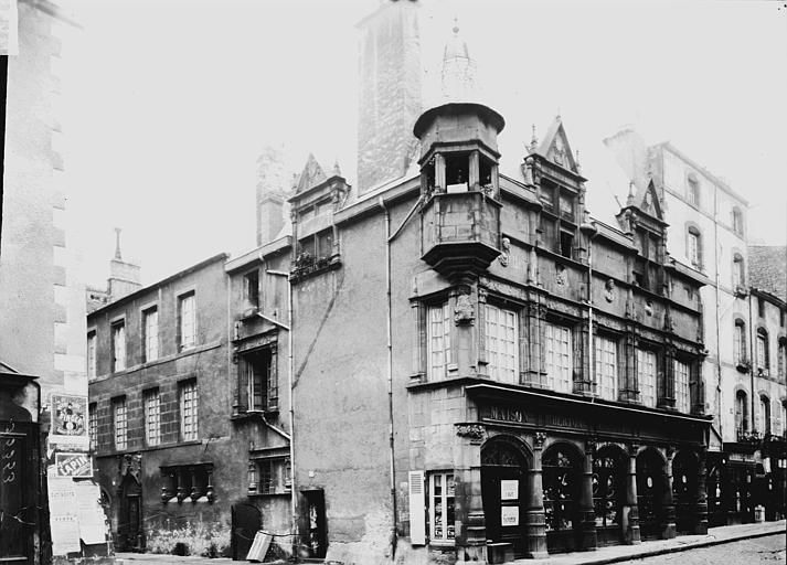 Maison des consuls , Enlart, Camille (historien),