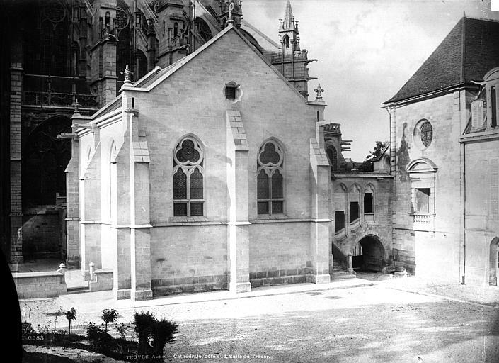 Cathédrale Saint-Pierre Sacristie, Durand, Eugène (photographe),