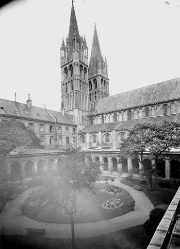 Abbaye aux Hommes (ancienne) Clocher et cloître, Service photographique,