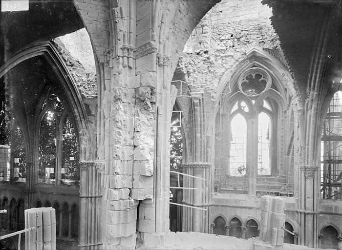 Cathédrale Notre-Dame Vue intérieure du choeur : première travée, Sainsaulieu, Max (photographe),