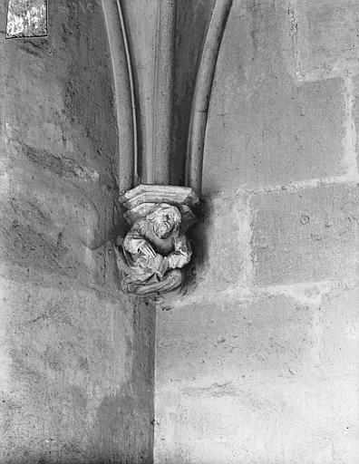 Palais des Comtes de Poitiers (ancien) ; Palais de Justice Vue intérieure de la Tour Maubergeon : Console sculptée, Gossin (photographe),