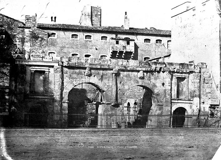 Porte d'Arles dite d'Auguste Vue d'ensemble, Baldus, Edouard (photographe),