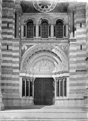 Cathédrale Sainte-Marie-Majeure Porche de la façade sud, Mieusement, Médéric (photographe),