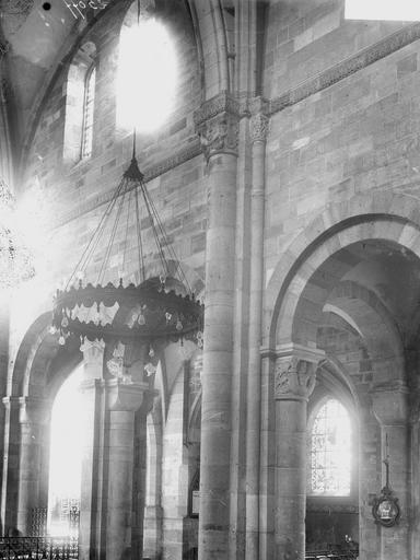 Cathédrale Saint-Dié Colonne et chapiteau, Durand, Georges (photographe à Amiens),
